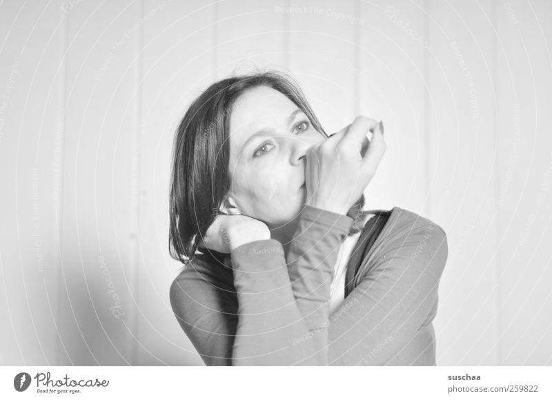 ich überlege noch feminin Frau Erwachsene Haut Kopf Haare & Frisuren Gesicht Auge Nase Arme Hand 30-45 Jahre hell nachdenklich Selbstportrait Schwarzweißfoto