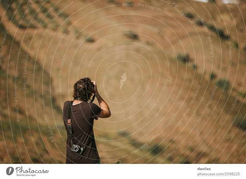 Mensch Ferien & Urlaub & Reisen Natur Jugendliche Mann Sommer Junger Mann Landschaft Berge u. Gebirge schwarz 18-30 Jahre Lifestyle Erwachsene Horizont maskulin
