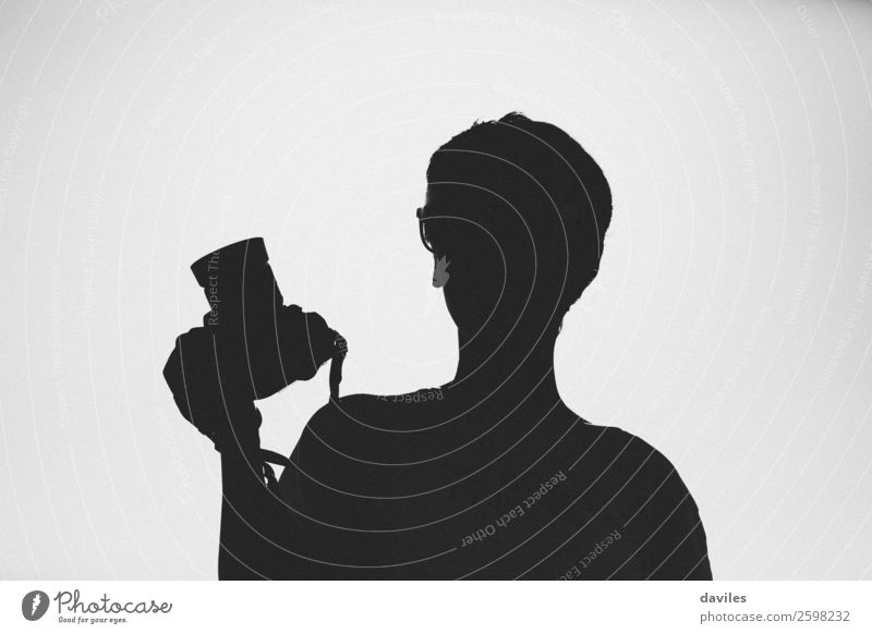 Silhouette einer Fotografin Lifestyle Ferien & Urlaub & Reisen Tourismus Ausflug Fotokamera Werkzeug Mensch feminin Junge Frau Jugendliche Erwachsene 1