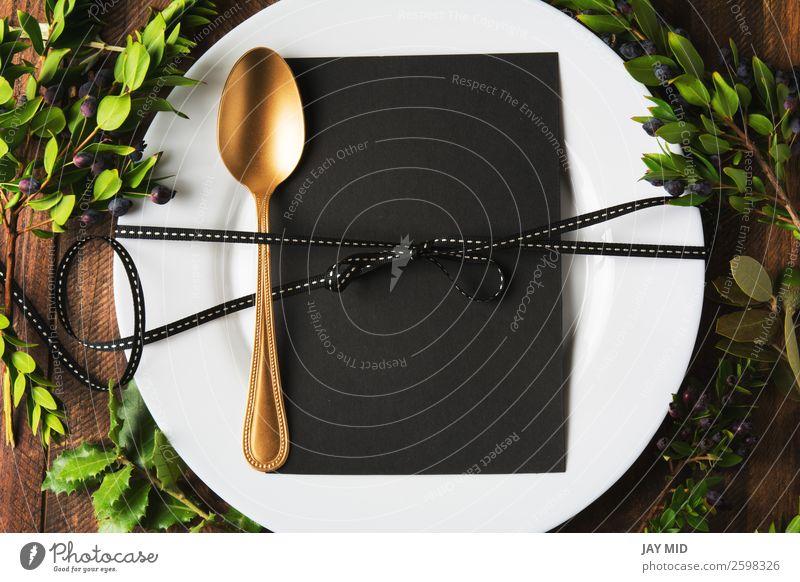 Menüplatzierung mit leerer Karte und goldenem Löffel über dem Tisch Lebensmittel Abendessen Teller Besteck Stil Design Winter Dekoration & Verzierung Restaurant