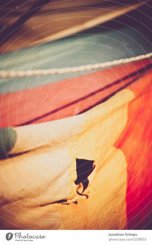 kleines Loch im Zelt Ferien & Urlaub & Reisen alt Sommer Ferne Umwelt Stil Lifestyle Freiheit ästhetisch Ausflug Seil Abenteuer exotisch Sommerurlaub Riss