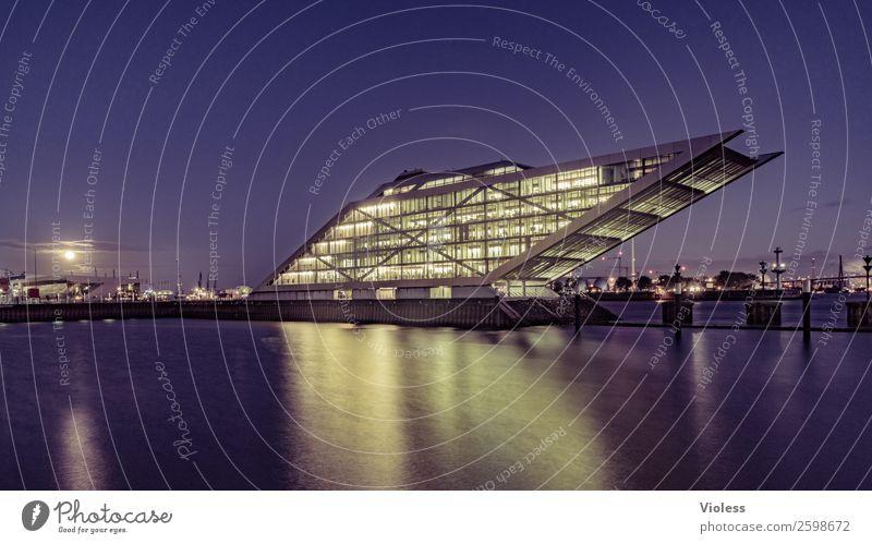 Dockland V Hafenstadt Bauwerk Gebäude Architektur Treppe Terrasse Sehenswürdigkeit Wahrzeichen ästhetisch außergewöhnlich dunkel skurril Nacht