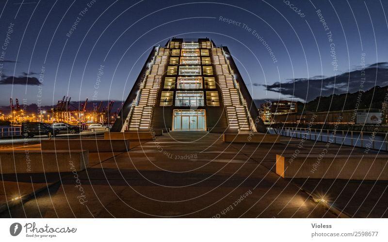 Dockland IV Hafenstadt Bauwerk Gebäude Architektur Treppe Terrasse Sehenswürdigkeit Wahrzeichen ästhetisch außergewöhnlich dunkel skurril Nacht