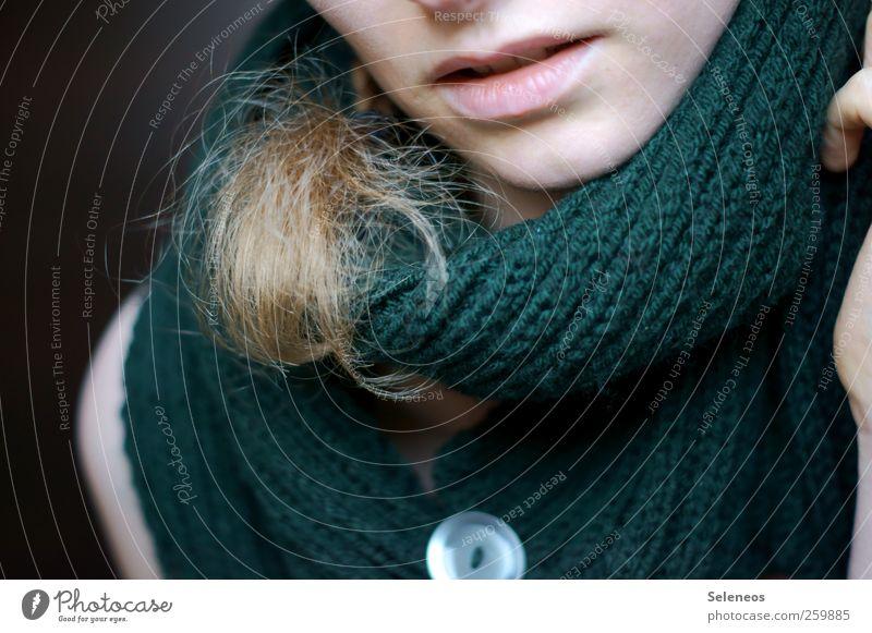 the una one Mensch feminin Junge Frau Jugendliche Erwachsene Haut Kopf Haare & Frisuren Gesicht Mund Lippen Zähne Finger 1 Accessoire Schal blond langhaarig