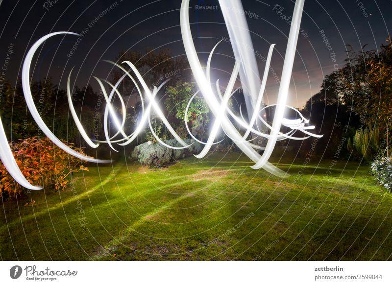 Auffälliges Blinkern Bewegung mehrfarbig Dynamik Phantasie glänzend Garten Kunst Licht Lichtspiel Lichtmalerei Lightshow Linie Märchen Natur Spielen
