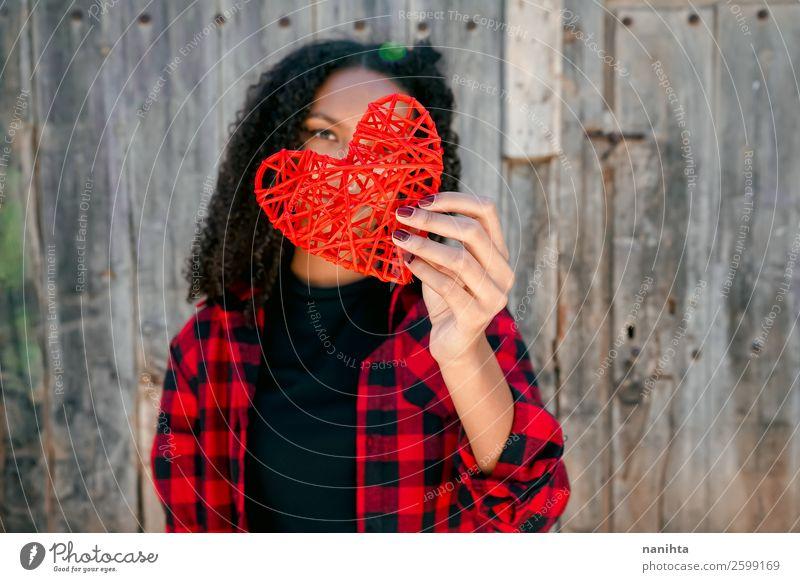 Frau Mensch Jugendliche Junge Frau schön rot Einsamkeit Freude schwarz 18-30 Jahre Gesundheit Lifestyle Erwachsene Leben Holz Liebe