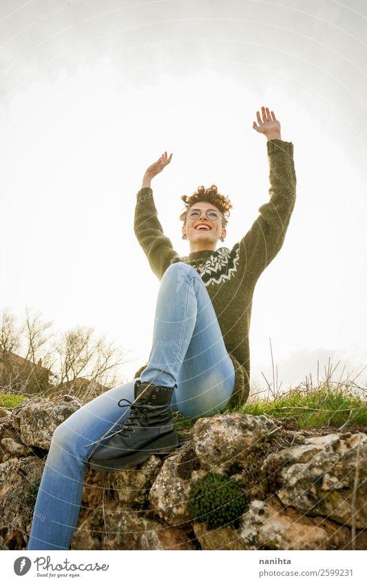 Frau Mensch Natur Jugendliche Junge Frau schön grün Erholung Einsamkeit Freude Winter 18-30 Jahre Gesundheit Lifestyle Erwachsene Leben