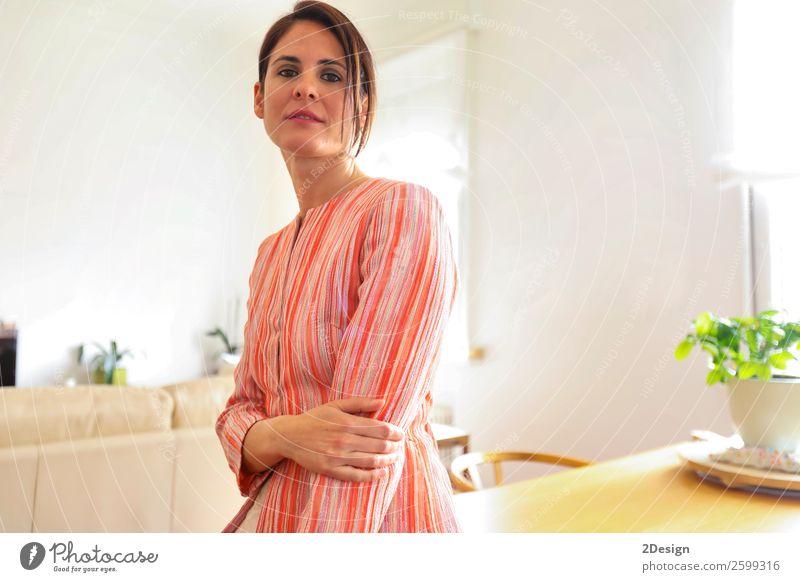 Frau Mensch Jugendliche Junge Frau schön weiß Erotik Erholung 18-30 Jahre Erwachsene feminin Glück Stil Mode Körper elegant