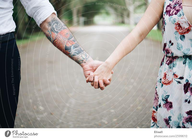Paar hält sich an den Händen Mensch 2 Gefühle Stimmung Freude Fröhlichkeit Zufriedenheit Lebensfreude Optimismus Kraft Leidenschaft Warmherzigkeit Sympathie