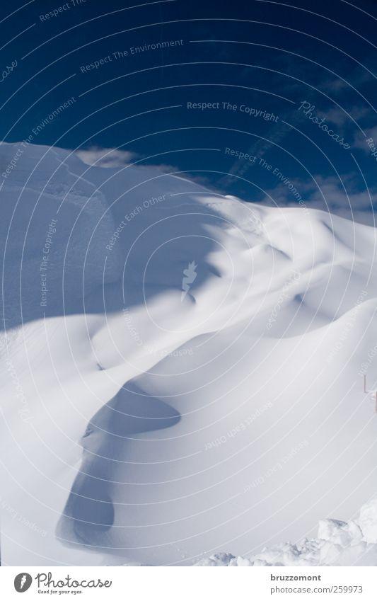 Snow anyone? Natur blau schön weiß Erholung Landschaft Wolken Winter Berge u. Gebirge Schnee bedrohlich Schönes Wetter weich Alpen Skier Vorfreude