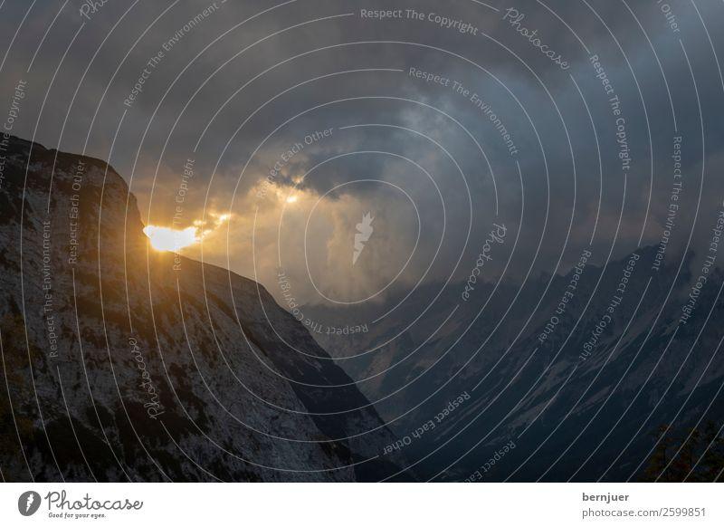 Sonnenlichtstrahlen Natur Sommer schön Landschaft rot Wolken Berge u. Gebirge Hintergrundbild gelb Felsen oben hell Nebel Aussicht Gipfel