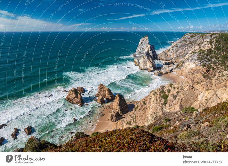Schrei Dich frei Sommer Strand Meer Landschaft Wasser Himmel Schönes Wetter Felsen Wellen Küste eckig gigantisch groß hoch maritim blau braun türkis weiß