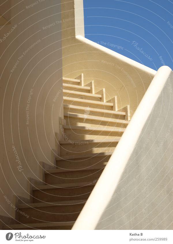Griechische Treppe Himmel blau Ferien & Urlaub & Reisen weiß Wärme Architektur Fassade Warmherzigkeit Treppengeländer exotisch aufsteigen Griechenland