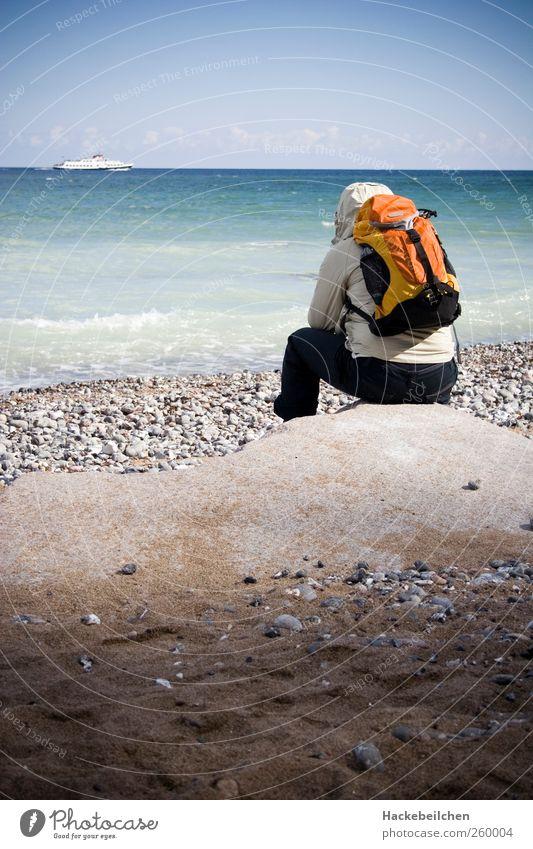 fernweh Mensch 1 18-30 Jahre Jugendliche Erwachsene Wasser Horizont Winter Wetter Wind Wellen Küste Strand Passagierschiff träumen Gefühle Farbfoto