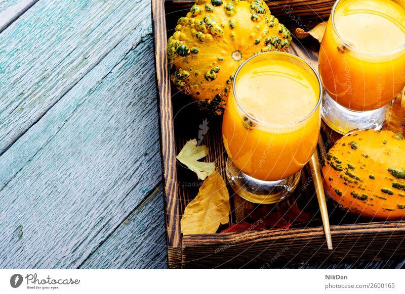 Getränke mit Kürbissen Smoothie trinken Herbst fallen Lebensmittel Glas Gemüse gefallen Blätter Gesundheit orange frisch Vegetarier Textfreiraum Cocktail Saft