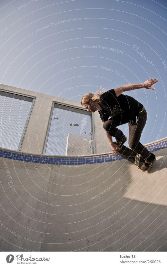 Skate On! Mann Jugendliche Stadt Freude Erwachsene Sport Bewegung Kraft Freizeit & Hobby maskulin frei Abenteuer Geschwindigkeit Coolness fahren Skateboarding
