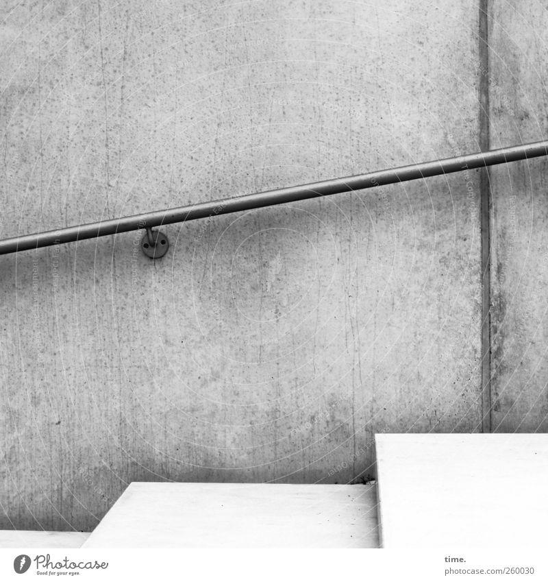 Hamburger Berg weiß Wand grau Mauer elegant Beton Treppe diagonal Treppengeländer Kontrolle anstrengen Befestigung sparsam Halterung Schwarzweißfoto Betonwand
