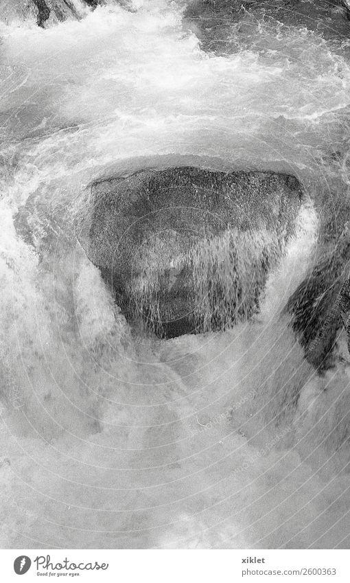 Wasserstein Umwelt Natur Urelemente Fluss Stein wandern frisch schön maritim natürlich stark Felsen wild frei Kraft rennen Schwimmsport Wellen schäumen