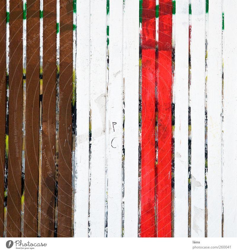 drei farben pauli weiß rot Farbe braun Container gestreift
