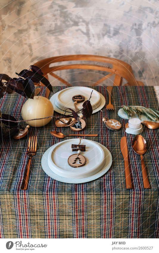 Feiertagskupfertischdecke mit Holzsahapes verziert Abendessen Teller Glück Dekoration & Verzierung Restaurant Weihnachten & Advent Silvester u. Neujahr Wärme