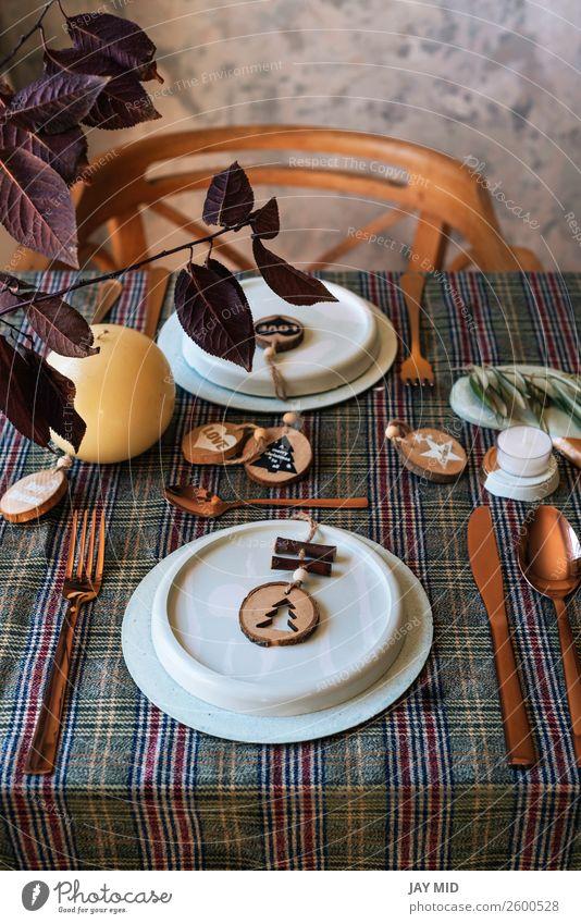 Feiertagskupfertischdecke mit Holzsahapes verziert Abendessen Teller Glück Dekoration & Verzierung Party Veranstaltung Restaurant Feste & Feiern Erntedankfest