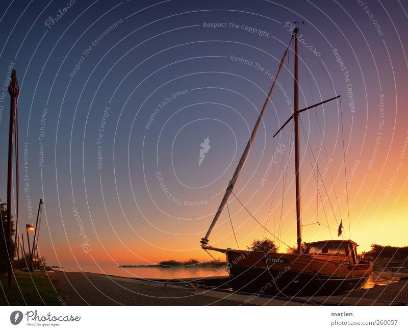 Attila Wasser Himmel Wolkenloser Himmel Nachthimmel Sonnenaufgang Sonnenuntergang Herbst Schönes Wetter Schifffahrt Segelboot Hafen blau braun gold ruhig ankern