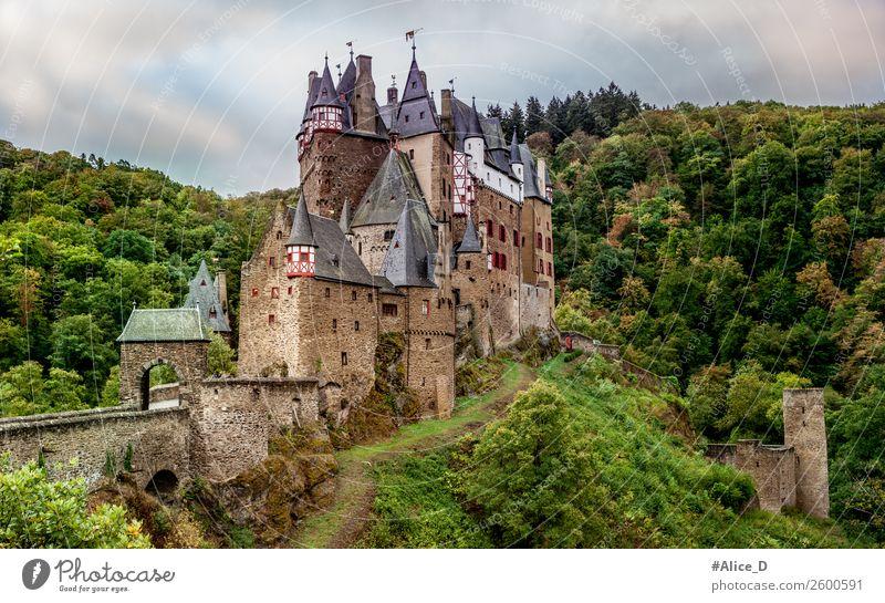 Burg Eltz Ferien & Urlaub & Reisen Tourismus Sightseeing wandern Architektur Kultur Natur Landschaft Herbst Wald Hügel Schlucht Tal Wierschen Eifel