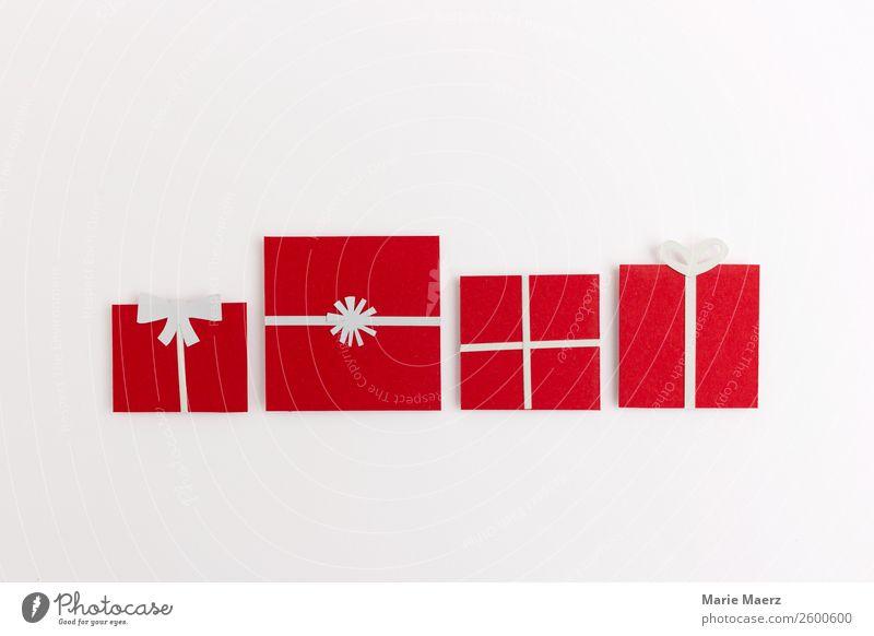 Eine Reihe Weihnachtsgeschenke Lifestyle kaufen Design Weihnachten & Advent ästhetisch positiv schön rot weiß Tugend Fröhlichkeit Selbstlosigkeit Überraschung