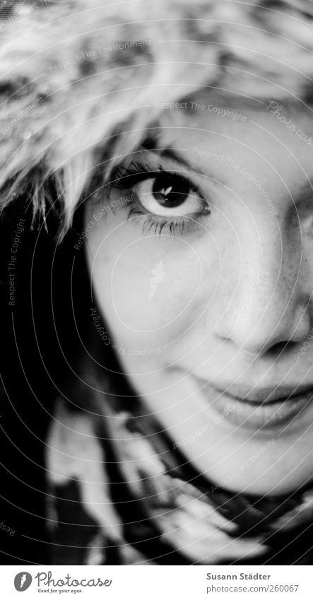 . Mensch Jugendliche schön Winter Erwachsene Gesicht kalt feminin Kopf 18-30 Jahre beobachten Fell Lächeln zart Freundlichkeit Junge Frau