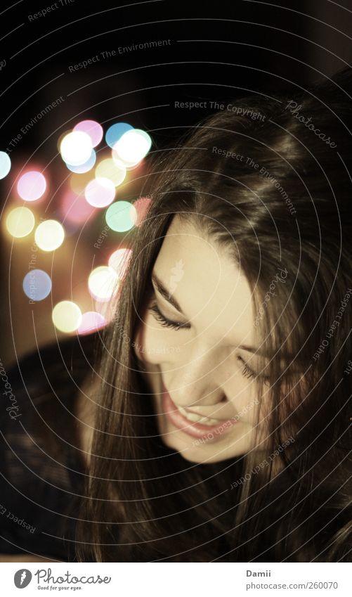 All of the lights Weihnachten & Advent Jugendliche Freude Erholung feminin Haare & Frisuren Glück lachen Zufriedenheit Fröhlichkeit Warmherzigkeit Lächeln Punkt