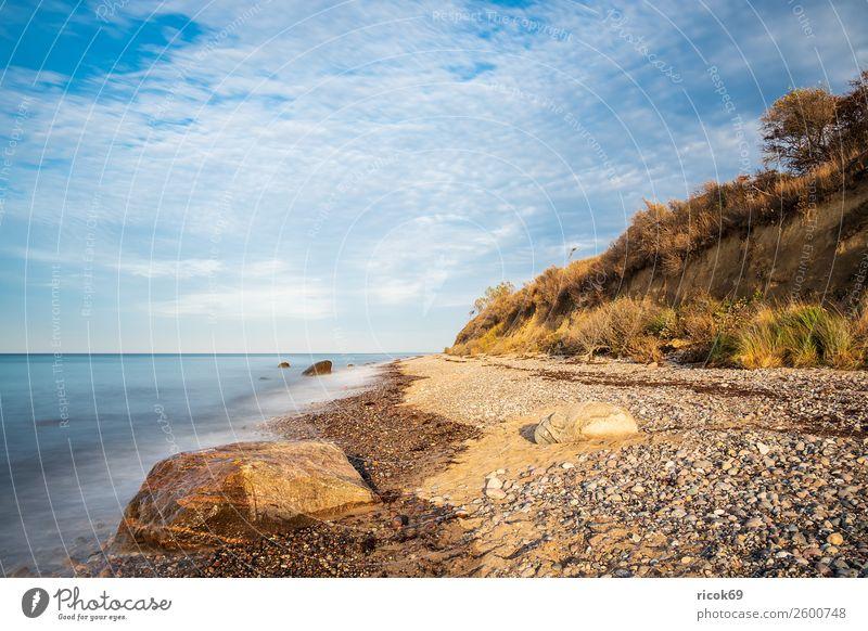 Steine an der Ostseeküste bei Elmenhorst Ferien & Urlaub & Reisen Tourismus Strand Meer Wellen Natur Landschaft Wolken Wetter Baum Felsen Küste blau Idylle