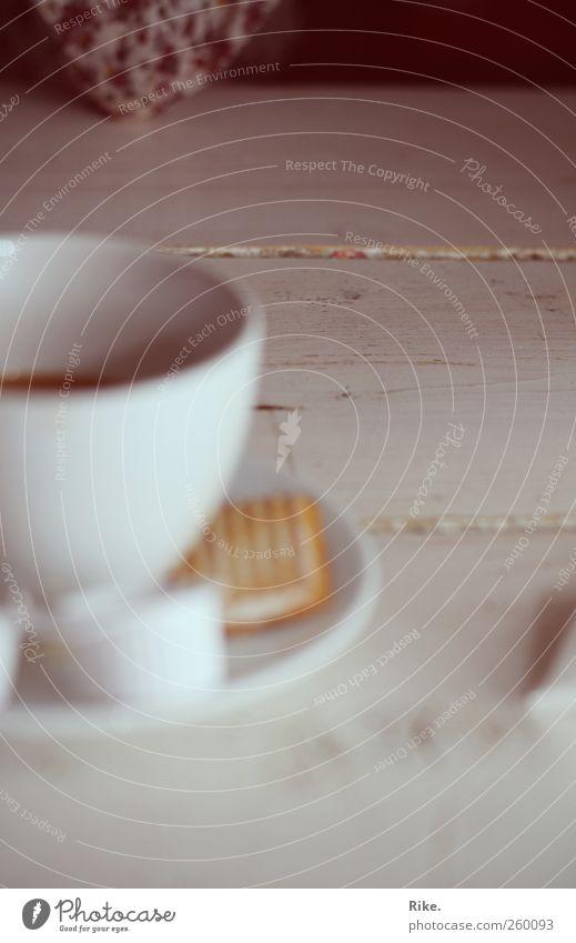 Nimm dir die Zeit. Mensch Erholung ruhig Glück Zusammensein Freizeit & Hobby Zufriedenheit Arme warten Kommunizieren Getränk genießen Tisch Pause Kaffee trinken