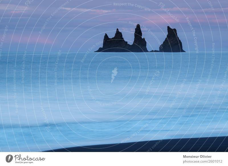 Felsen im Meer bei Via, Island Landschaft Natur Reisefotografie Abenteuer Ferien & Urlaub & Reisen Menschenleer blau Dämmerung