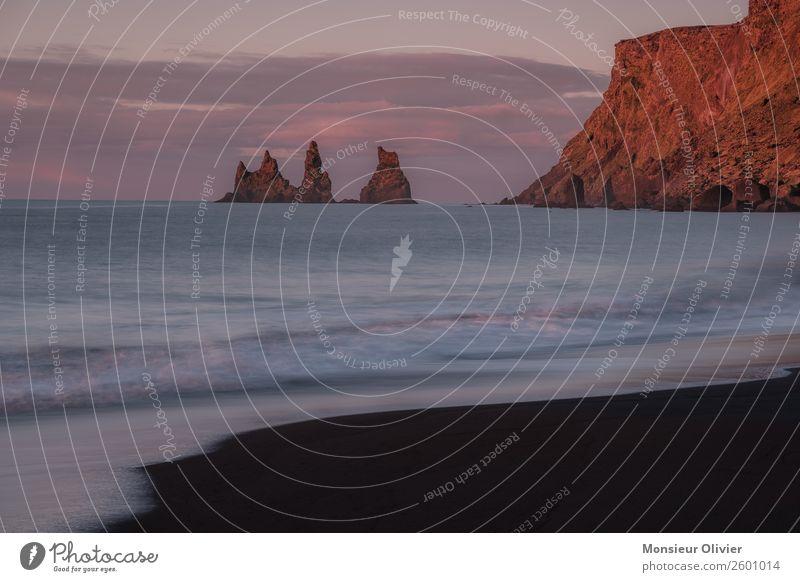 Felsen im Meer bei Vi, Island Landschaft Natur Reisefotografie Abenteuer Ferien & Urlaub & Reisen Menschenleer rot Dämmerung