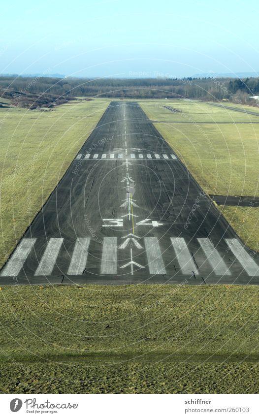 Bitte stellen Sie das Rauchen ein... Wiese fliegen Flugzeug außergewöhnlich Luftverkehr Ziel Pfeil Richtung Flugzeuglandung Flugangst zielen Landebahn