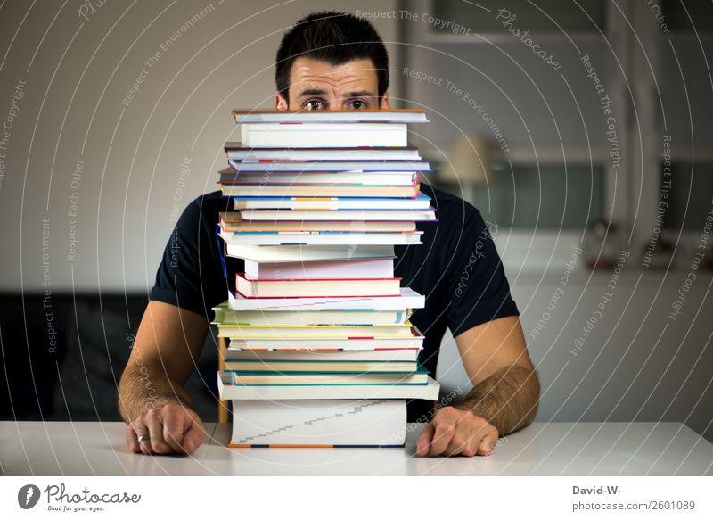 ein Haufen Arbeit Mensch Jugendliche Mann Junger Mann Erwachsene Leben Schule Arbeit & Erwerbstätigkeit Angst maskulin lernen Buch Studium Erwachsenenbildung