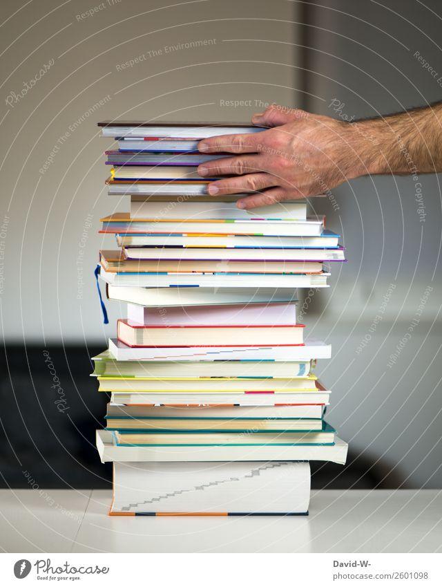 Bücherstapel Mensch Mann Hand Erwachsene Schule maskulin Erfolg lernen Buch Studium lesen festhalten Ziel Erwachsenenbildung viele Bildung