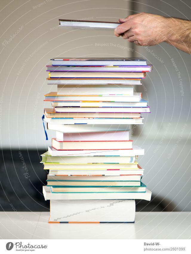 lernen, lernen und lernen Bildung Erwachsenenbildung Schule Lehrer Studium Student Bildungsreise Prüfung & Examen Mensch Mann Leben Erfolg Hand Buch festhalten