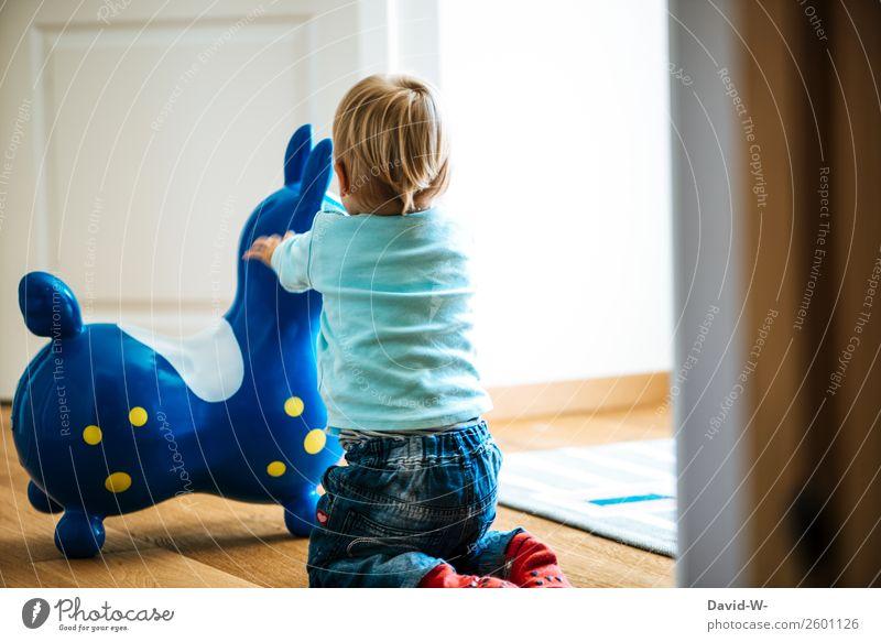 spielen Zufriedenheit Spielen Wohnung Raum Kinderzimmer Kindererziehung Mensch Kleinkind Mädchen Junge Kindheit Leben 1 1-3 Jahre beobachten Fröhlichkeit Glück