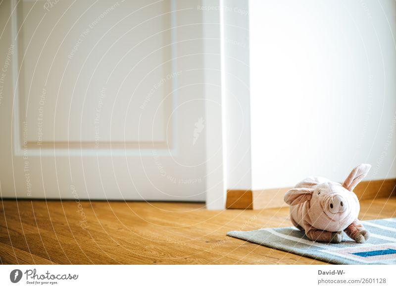 Kuscheltier liegt auf dem Boden und wurde im Kinderzimmer vergessen Schwein niedlich fußboden liegengelassen Kindheit traurig Teppich Kleinkind Spielen