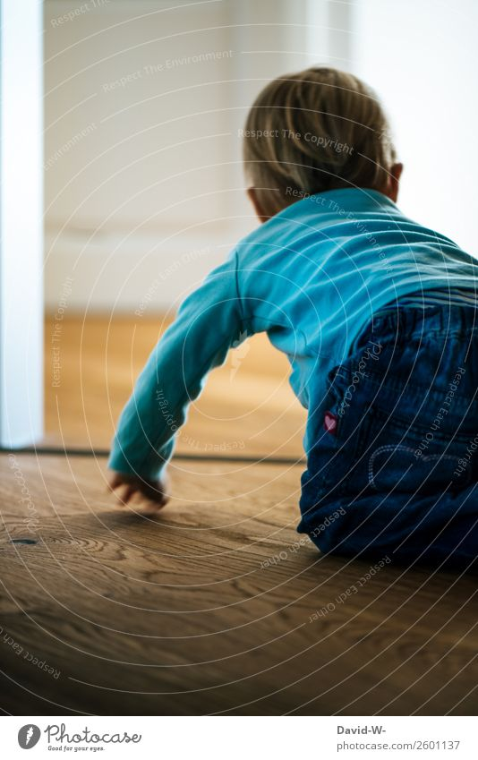 jetzt aber schnell Kindererziehung Mensch Baby Kleinkind Junge Kindheit Leben 1 0-12 Monate 1-3 Jahre beobachten Neugier Zufriedenheit Lebensfreude Mut krabbeln