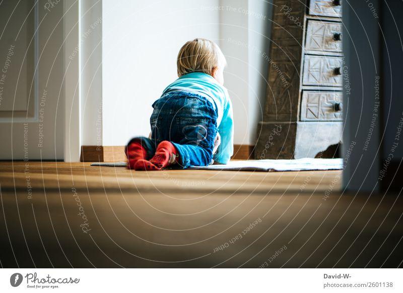 Blick nach draußen Kind Mensch Einsamkeit ruhig Mädchen Leben Traurigkeit Gefühle Junge Häusliches Leben träumen nachdenklich Kindheit warten beobachten Boden