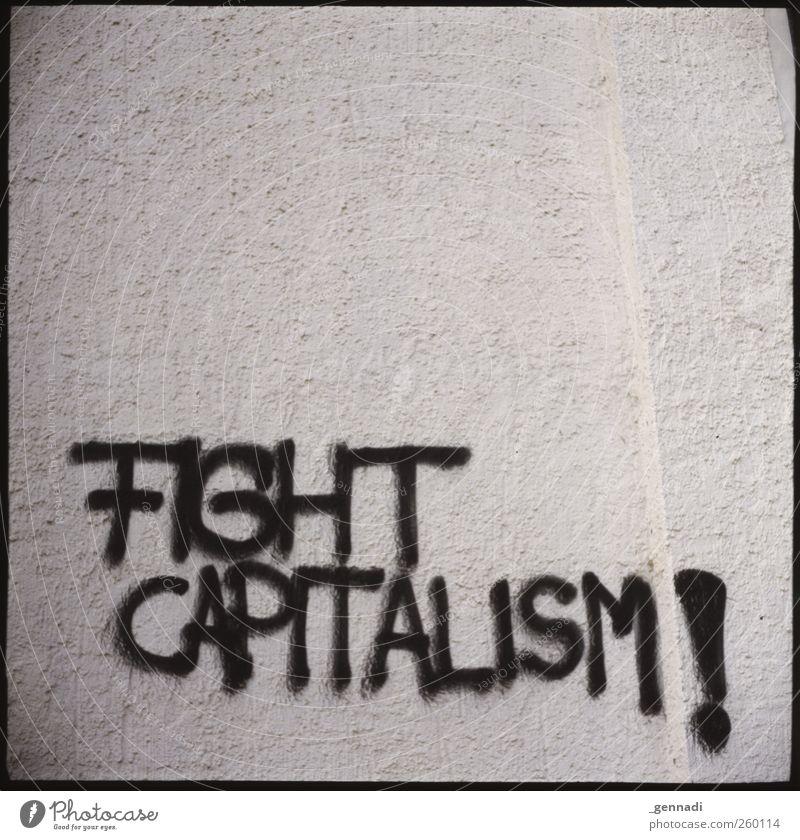 Ansage Mauer Wand Fassade Aggression Redewendung Text Kapitalismus Graffiti analog Rahmen Kritik Sowjetunion leer Klarheit Parole Schwarzweißfoto Außenaufnahme