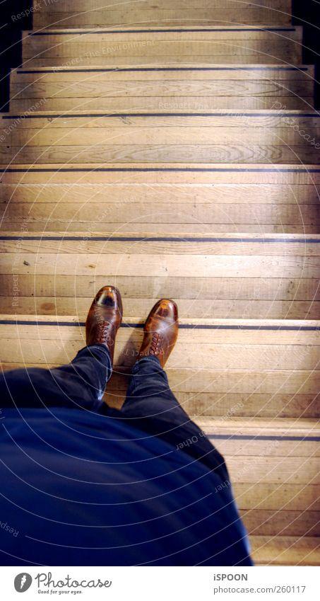 TATE II Mensch Mann Jugendliche blau Erwachsene Stil Beine Fuß braun Schuhe laufen warten maskulin Design ästhetisch Lifestyle
