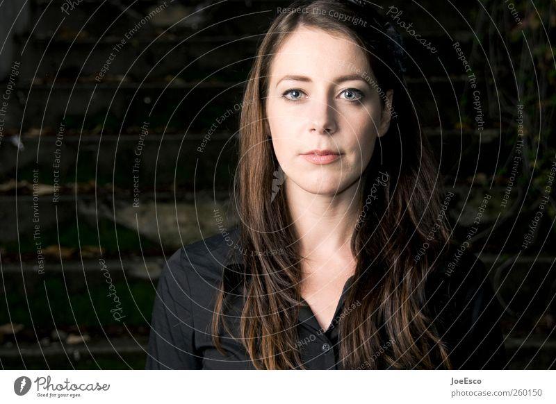 #260150 Frau schön Gesicht Erwachsene Leben dunkel Gefühle träumen natürlich Treppe modern authentisch Hoffnung einzigartig beobachten Neugier