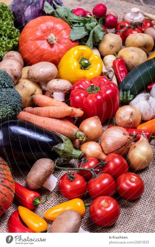 Gemüsevielfalt Lebensmittel Salat Salatbeilage Bioprodukte Vegetarische Ernährung Gesunde Ernährung Keller wählen kaufen genießen frisch Gesundheit mehrfarbig