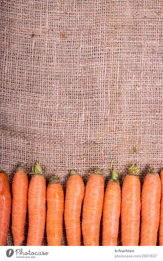 Karotten auf Jutesack Lebensmittel Gemüse Bioprodukte Vegetarische Ernährung Slowfood Gesunde Ernährung Küche Verpackung Sack wählen frisch Gesundheit orange