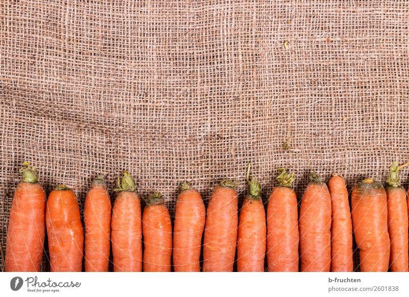 frische Möhren Gemüse Ernährung Bioprodukte Garten Küche Herbst Sack wählen liegen verkaufen Gesundheit orange Reihe Wurzelgemüse Vitamin Jute Vitamin A Ordnung