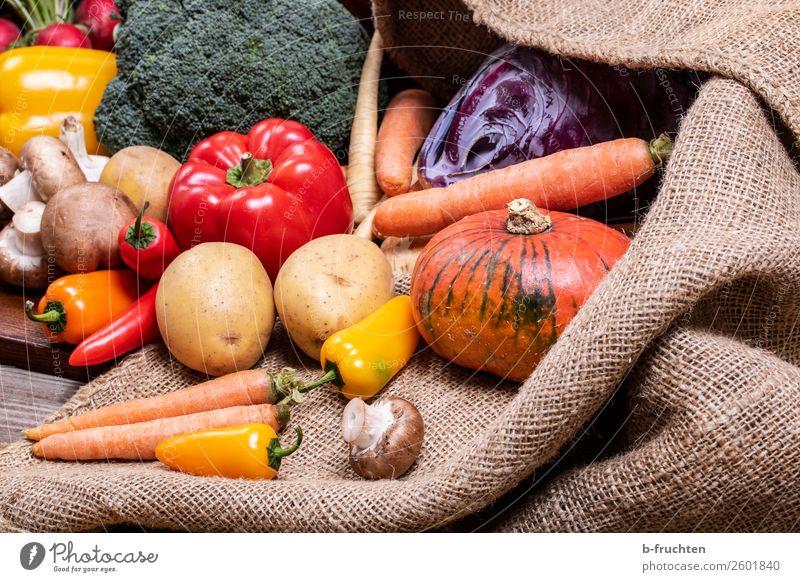 Gemüse Salat Salatbeilage Ernährung Bioprodukte Vegetarische Ernährung Gesunde Ernährung Herbst Sack wählen Essen frisch Gesundheit Vielfältig Vorrat Kartoffeln