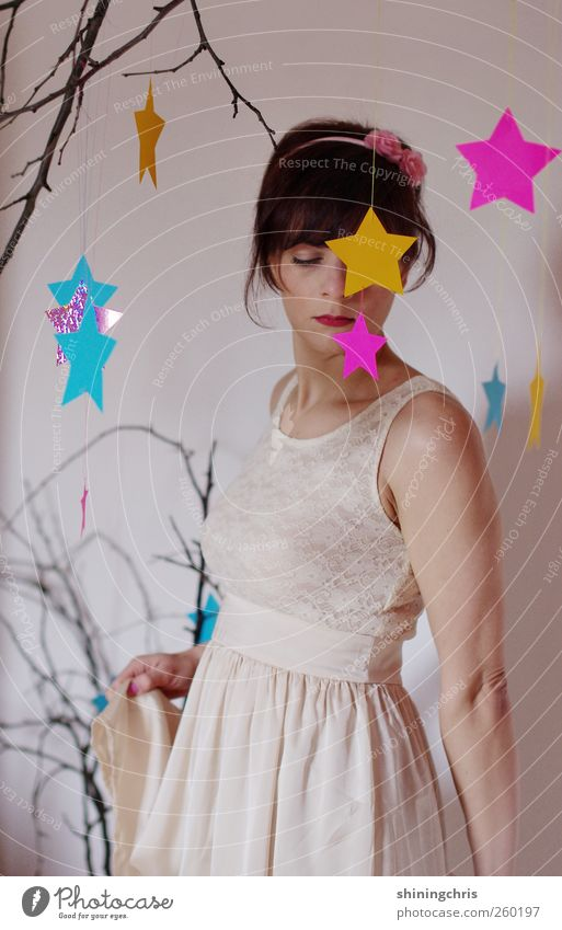 sternenprinzessin Mensch Jugendliche blau schön Erwachsene gelb feminin Gefühle Bewegung Tanzen rosa Stern (Symbol) Bekleidung 18-30 Jahre Ast Kleid